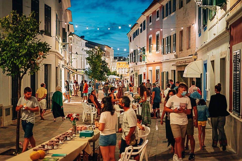 Mercados artesanales-agroalimentarios y «mercadillos» nocturnos en Menorca